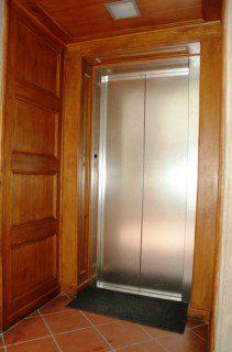 nerezové dveře výtahu