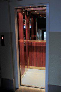 kabina po modernizaci histrického výtahu