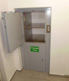 malý nákladní a strojovna výtahu