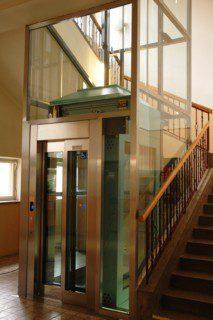 prosklené šachetní dveře