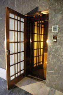 achetní dveře druhého výtahu