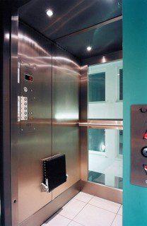 osobní výtah s prosklenou kabinou