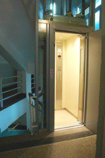 kabina osobního výtahu po modernizaci