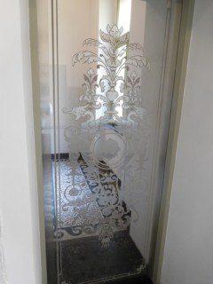 achetní dveře s leptaným vzorem