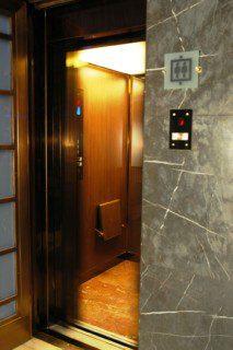 otevření dveří druhého výtahu