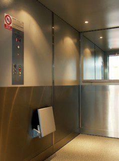 kabina lůžkového výtahu