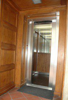 osobní výtah v provedení dřevo