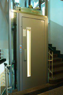 achetní dveře výtahu