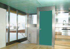 ruční dveře domovního výtahu