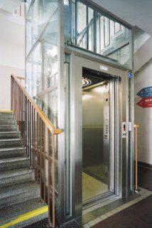 osobní výtah v konstrukci