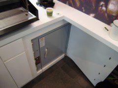 malý nákladní zastavení v pracovní desce kuchyně