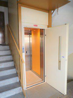 kabina a ruční dveře