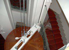 kruhová kabina ve schodišti