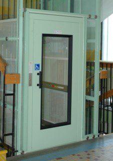 dveře částečně prosklené