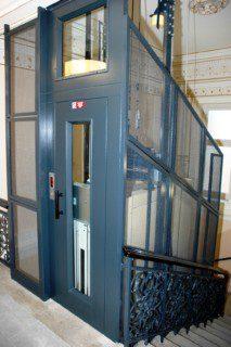 modernizace výtahu ve schodišti a opláštění pletivem