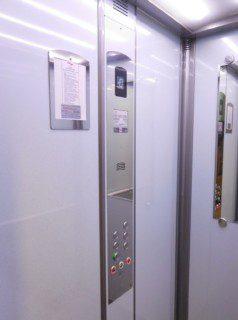 U Koruny, Hradec Králové – osobní výtah ve standardním provedení