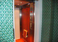 osobní výtah v hotelu