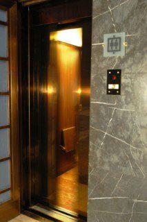 otevírání dveří druhého výtahu