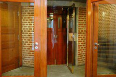 kruhová kabina a ruční dveře