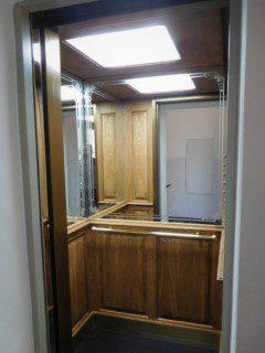 dřevěná kabina dub