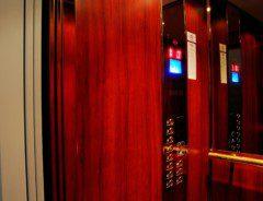 kabina dřevo mahagon